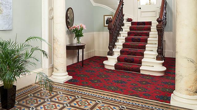 7 Crown Gardens Hallway